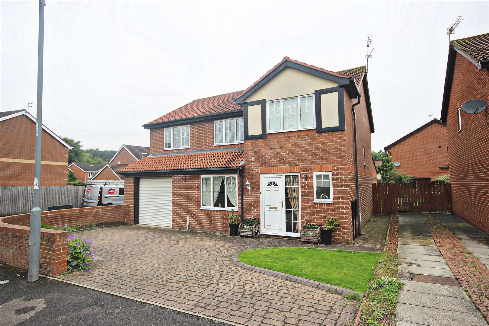 4 Bedrooms Detached House for sale in Relley Garth, Langley Moor, Durham